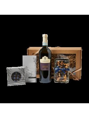 Dovanų rinkinys kolektyvui su vynu, pyragu, arbata, riešutais